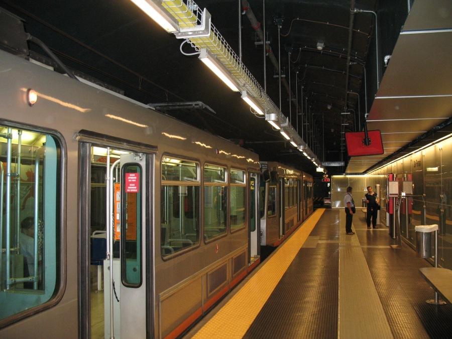 Genova-Metro-De_Ferrari-IMG_1534.jpg