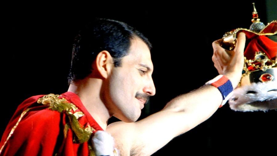 Queen-Freddie-Mercury-singer-album.jpg