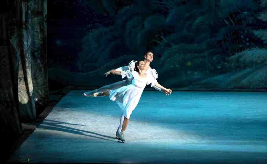 La-Bella-Addormentata-del-Balletto-sul-ghiaccio-di-San-Pietroburgo-1.jpg