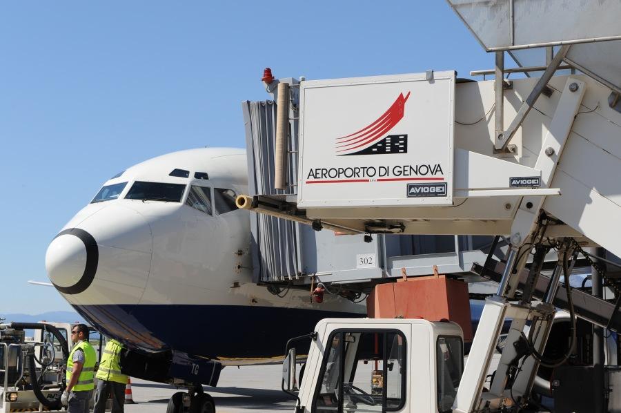 Aeroporto-di-Genova-aereo.jpg
