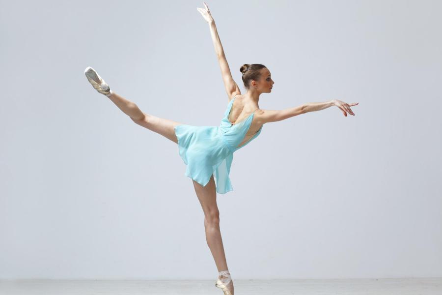 le-posizioni-delle-braccia-nella-danza-classica1074e7c2759c30b0e953cca45128fe6a.jpg