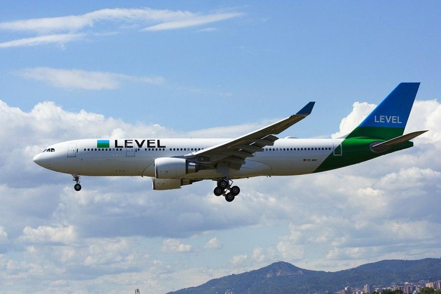 1200px-LEVEL,_Airbus_A330-202,_EC-MOY_(35010932651).jpg